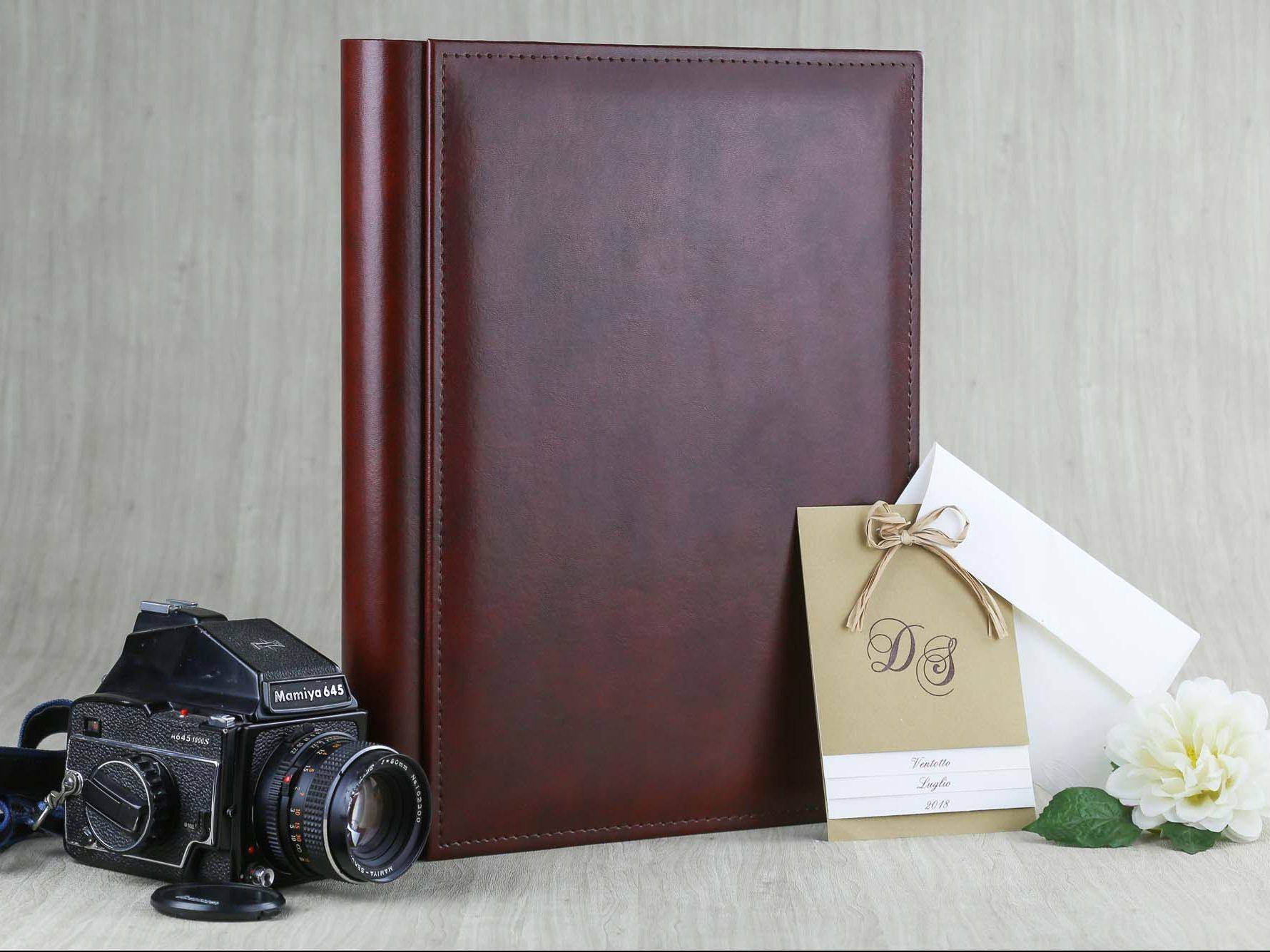 esempio di album fotografico artigianale realizzato da TiCi con Ecopelle